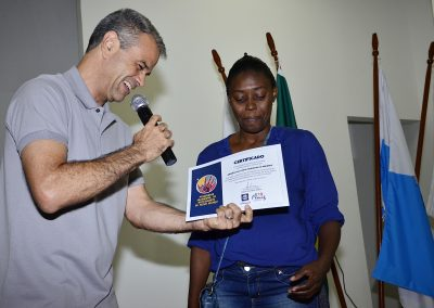 Artesãos de Nova Iguaçu recebem certificados