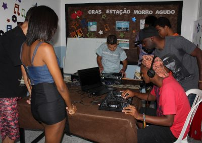 Oficina de DJ nos Cras é sucesso em Nova Iguaçu