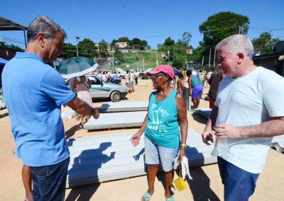 Prefeitura de Nova Iguaçu continua entregando telhas na cidade