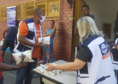 Prefeitura de Nova Iguaçu entrega kits de higiene para pessoas em situação de rua
