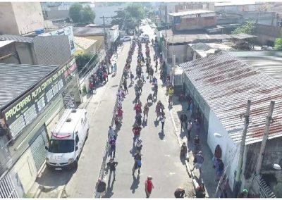 Prefeitura de Nova Iguaçu organiza fila diante de agência bancária para evitar aglomerações
