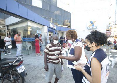 Prefeitura leva serviços da Assistência Social às filas de agências da Caixa