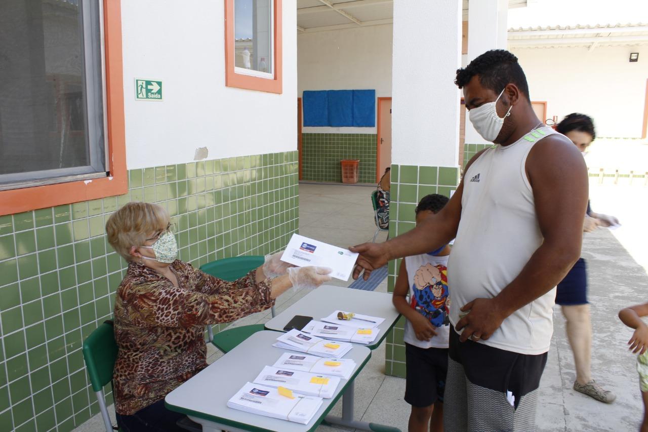 Nova Iguaçu adianta quinta etapa da entrega de cartões-alimentação para estudantes da rede municipal