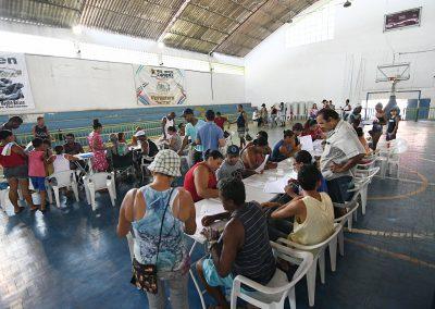 Futuros moradores do Residencial Santo Antônio assinam contratos