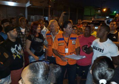 Prefeitura atua no Km 32 após rompimento de tubulação da Cedae
