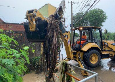 Equipes da Prefeitura de Nova Iguaçu estão atuando nos bairros atingidos pela chuva