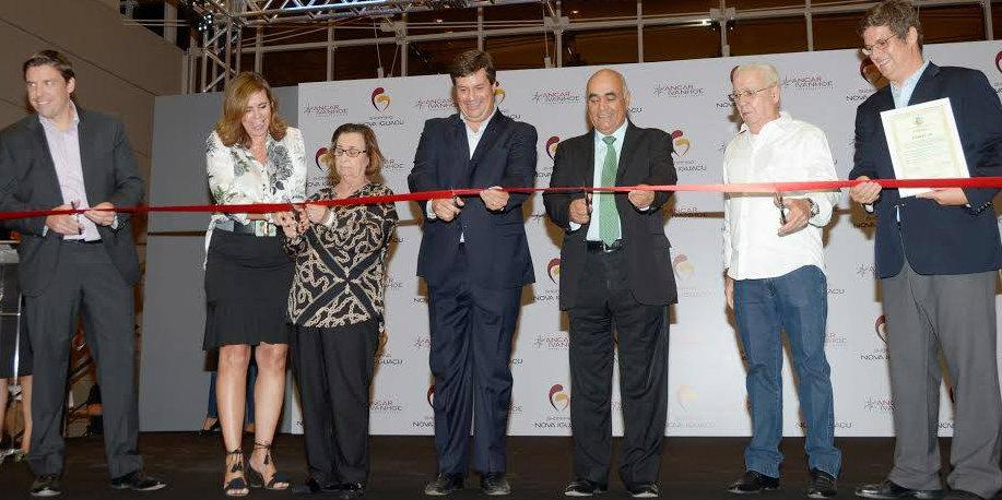 O prefeito Nelson Bornier participou ontem (28) da festa de inauguração do  maior empreendimento comercial da Baixada Fluminense 5223e1ffe758e