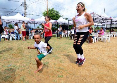 Programa Prefeitura Presente leva aula de zumba e alongamento aos moradores de Parque Todos os Santos