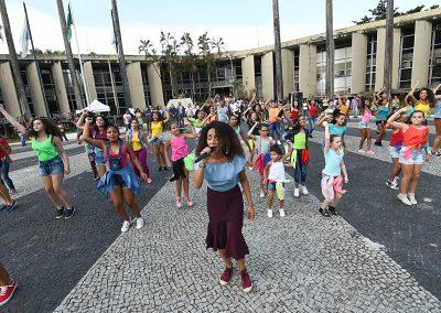 Servidores de Nova Iguaçu são homenageados com muita dança e música