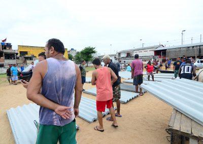 Mais famílias recebem telhas doadas pela Prefeitura de Nova Iguaçu