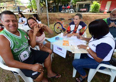 Busca por serviços de saúde e assistência social durante Prefeitura Presente em Austin, em Nova Iguaçu
