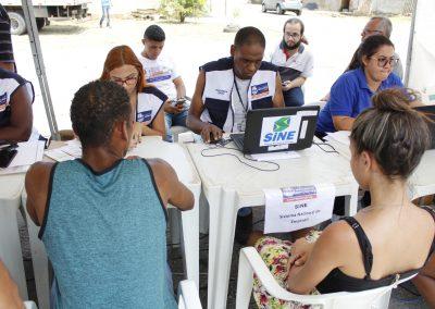 Centenas de pessoas lotam tendas do 'Prefeitura Presente' em Rodilândia, em Nova Iguaçu