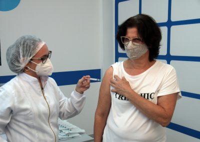Nova Iguaçu vacina homens e mulheres com comorbidades de 44 e 45 anos nesta quinta-feira (13)