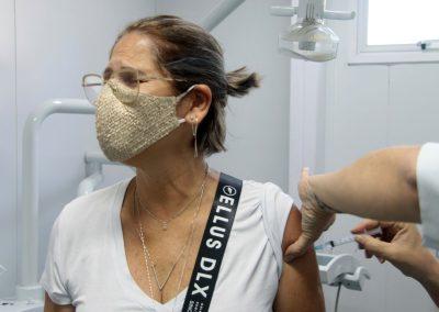 Prefeitura de Nova Iguaçu vacina nesta terça-feira (11) homens e mulheres com comorbidades de 48 e 49 anos, gestantes, puérperas e lactantes acima de 18 anos