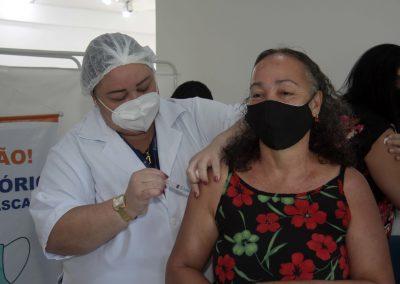 Nova Iguaçu vacina nesta quinta-feira (6) gestantes, puérperas e lactantes acima de 18 anos, homens e mulheres com comorbidades e profissionais de educação de 54 anos