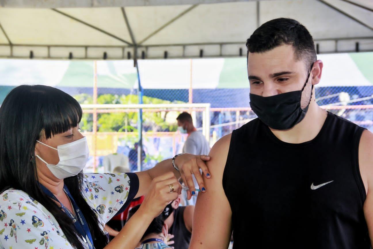 Nova Iguaçu segue vacinando pessoas acima de 12 anos nesta sexta (15)