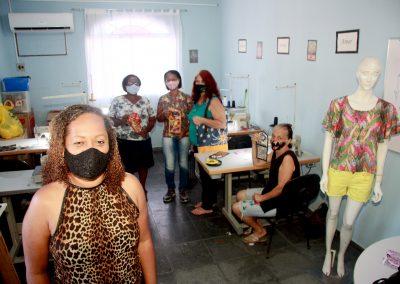 Secretaria Municipal de Assistência Social de Nova Iguaçu promove oficina de costura para devolver autoestima e ajuda na geração de renda extra