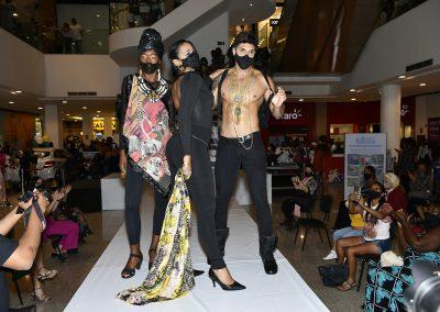 """""""Campanha do Agasalho"""" tem desfile de moda em Nova Iguaçu"""