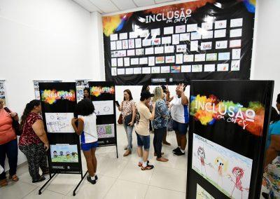 Alunos de Nova Iguaçu participam de exposição sobre inclusão