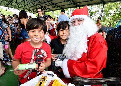 Alunos das escolinhas de esporte de Nova Iguaçu ganham festa de Natal