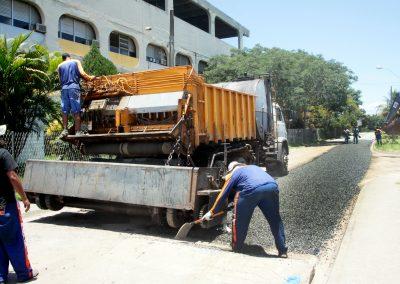 Ruas de Prados Verdes ganham asfalto novo e obras seguem na região
