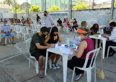Futuros moradores do Parque Laranjeiras assinam contrato de propriedade de imóveis