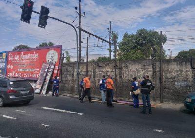 'Operação Vista Limpa' retira outdoors das ruas de Nova Iguaçu