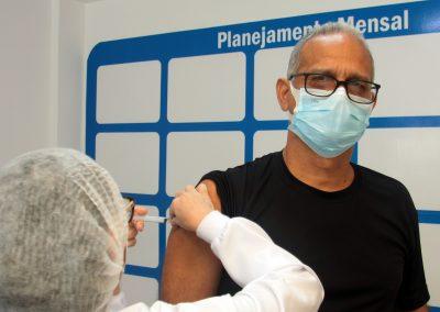 Nova Iguaçu vacina homens de 53 anos nesta quinta-feira (17)