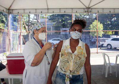 Nova Iguaçu começa a vacinar, nesta quarta-feira (16), gestantes sem comorbidades com recomendação médica e mulheres com 54 anos