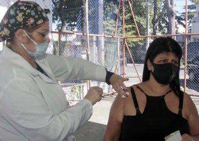Nova Iguaçu vacina homens de 54 anos nesta terça-feira (15)