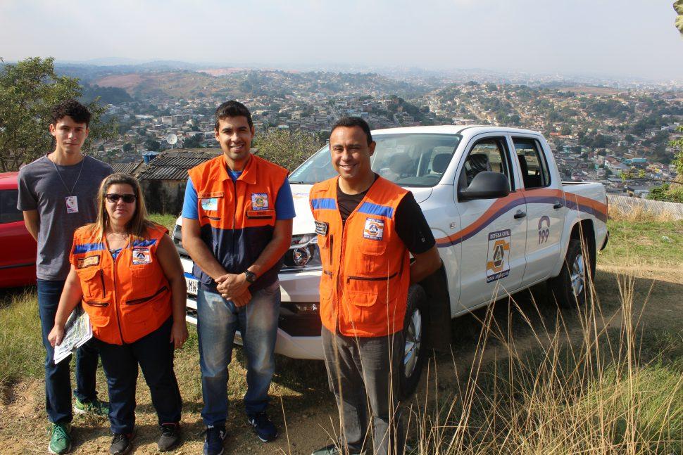 Mais de 200 moradores do Carmari participam de simulado de emergências da Defesa Civil 12