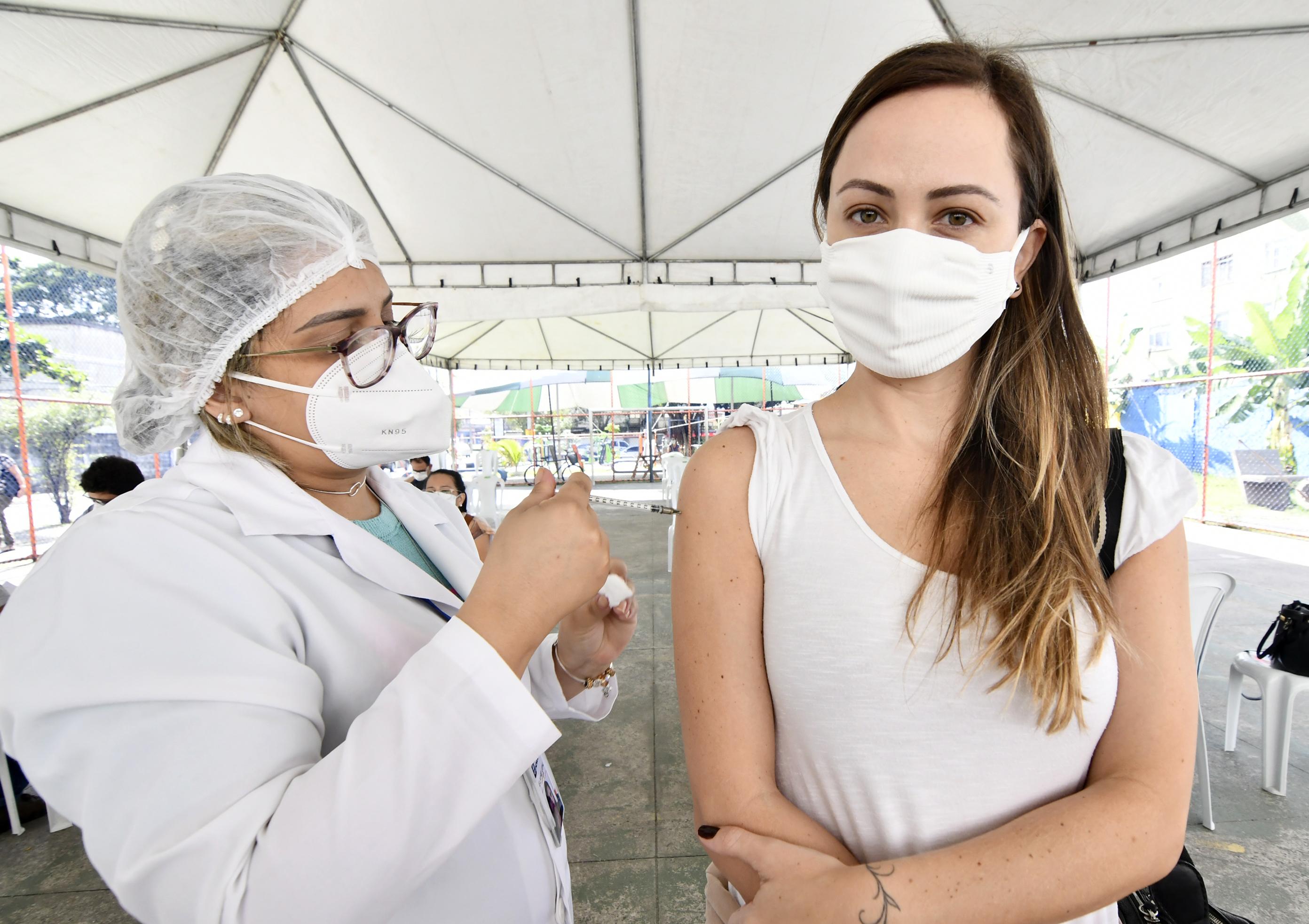 Nova Iguaçu vacina pessoas de 37 anos nesta sexta-feira (16)