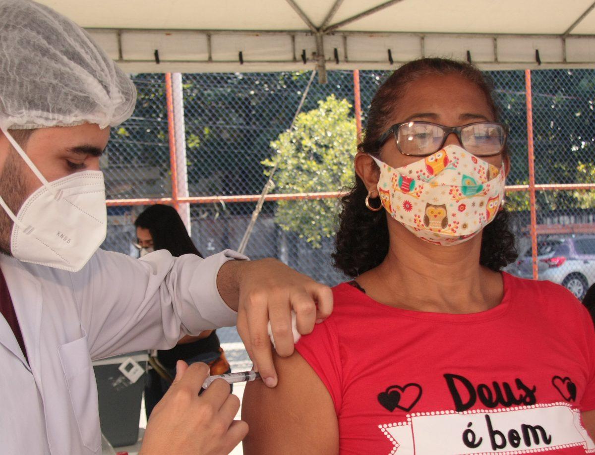 Nova Iguaçu vacina pessoas de 58 anos de idade sem comorbidades desta quinta-feira até sábado