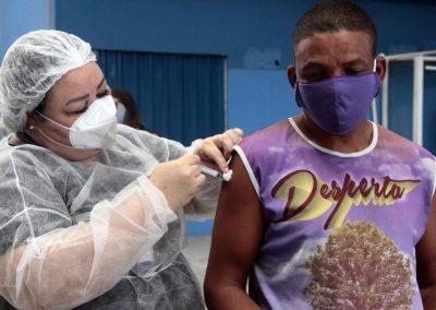 Nova Iguaçu vacina pessoas em situação de rua contra Covid-19 com vacina da Janssen
