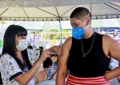 Nova Iguaçu vacina adolescentes de 14 anos neste sábado (18). Domingo (19) será exclusivamente para aplicação da dose de reforço